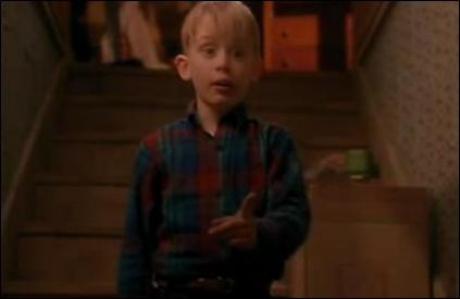 Après que Kevin se soit énervé contre son frère Buzz étant donné qu' il avait mangé sa pizza, où est-ce que sa mère l'envoie pour le punir ?