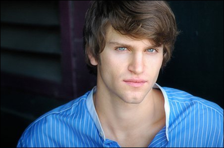 Quel est le nom de l'acteur jouant Toby ?