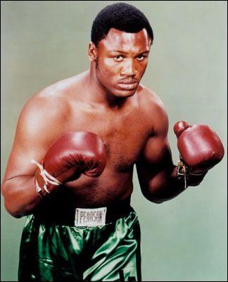 Boxeur américain des années 1960 et 1970. Il fut le plus grand rival de Mohamed Ali. Poids lourd, il a été champion olympique en 1964, puis champion du monde professionnel WBA et WBC de 1970 à 73 .