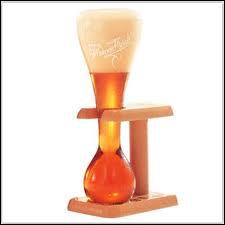 Quelle bière se boit dans un 'verre à cocher' ?