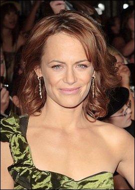 Qui joue Renée Dwyer ?