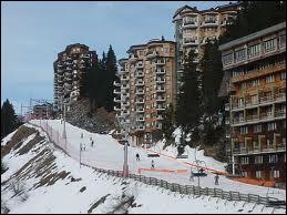 Quelle station de ski située à 1800 m d'altitude en Haute-Savoie est inaugurée le 29 janvier ?