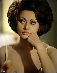 Le 9 avril, quelle célèbre actrice italienne épouse le producteur Carlo Ponti ?