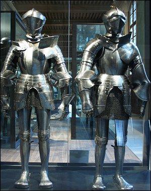 Avez-vous pensé à la vie de ces pauvres chevaux de combat au Moyen Âge ? Ils étaient protégés par un lourd équipement, surmontés par un cavalier muni d'une armure...