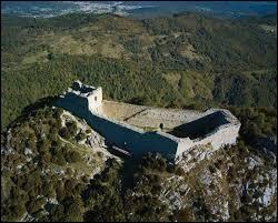 En 1244, ce haut-lieu historique, mythique de la résistance cathare, dut se résoudre à capituler après 10 mois de lutte. Ce château, très haut perché, est...