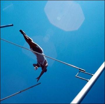 Qu'est-ce qui a bouleversé la discipline du saut à la perche ?