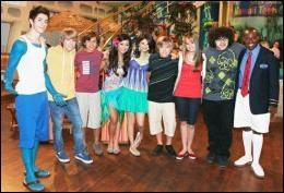 Cette photo est extraite d'un épisode spécial qui combine les personnages des  Sorciers de Waverly Place  avec ceux de ... .