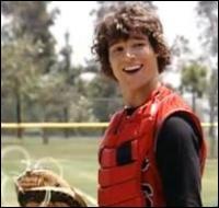 Le premier flirt d'Alex au début de la saison 1 est un joueur de l'équipe de base-ball. Quel est son nom ?