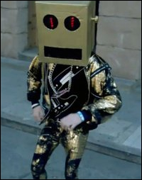 Qui fait le Robot dans 'La la la' de LMFAO ?