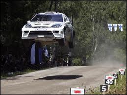 En 2005 au rallye de Grande-Bretagne, il perd son copilote Michael Park dans un accident. Qui a remporté cinq rallyes avec la Ford Focus ?