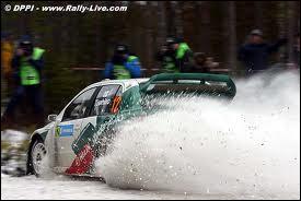 Arriverez-vous à reconnaitre ce modèle WRC vert et blanc piloté notamment par le tchèque Jan Kopecky ?