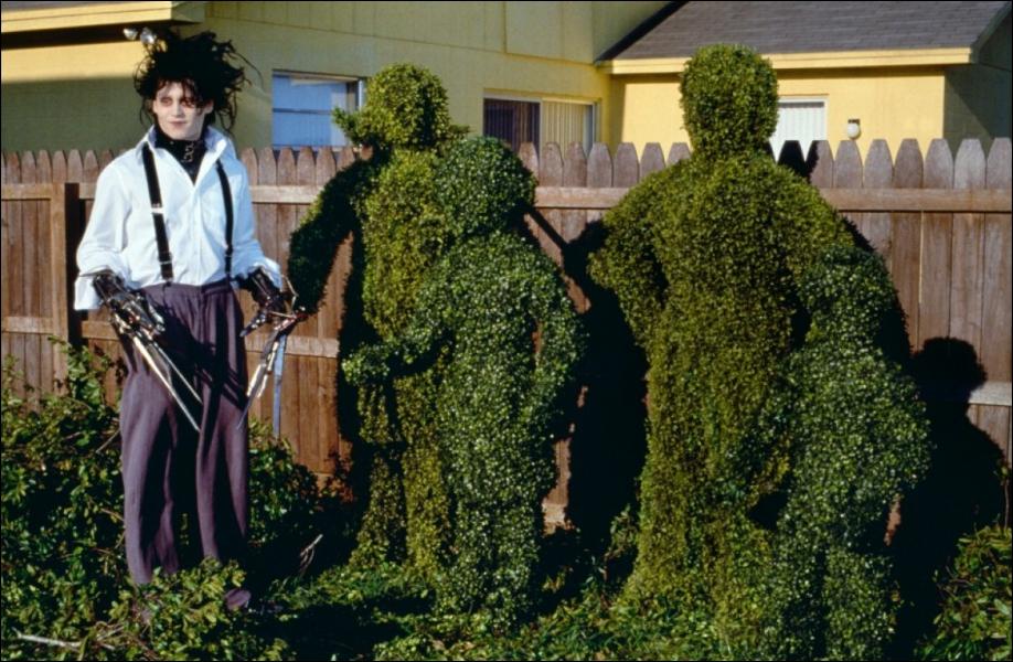 Film sorti en 1990, réalisé par Tim Burton. Johnny Depp joue le rôle d'Edward.