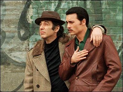 Film sorti en 1997, réalisé par Mike Newell. Johnny Depp joue le rôle de Joseph Pistone, un agent du FBI.