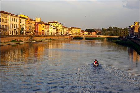 L'Arno est un fleuve de Toscane long d'un peu plus de 240 km. Il se jette dans la mer de Ligure au nord de Livourne. Il arrose Florence et ...