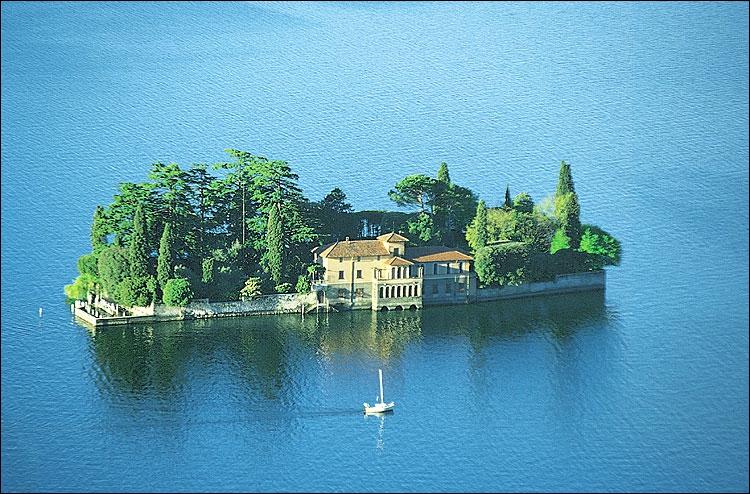 C'est dans ce lac des préalpes italiennes que se trouve Monte Isola, la plus grande île lacustre d'Italie. Entre les lacs de Garde et de Côme, ce petit lac de la plaine du Pô est celui :