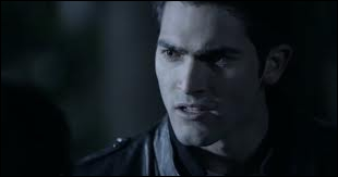 Pourquoi Derek veut-il tuer l'alpha ?