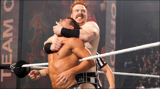 Au cours de ce match, comment est éliminé Sheamus ?