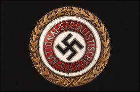 A quel groupuscule adhère-t-il en 1919 pour en faire le principal parti d'Allemagne ?