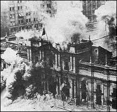 Quel évènement sert de prétexte à Hitler pour suspendre les libertés civiles et réprimer l'opposition ?