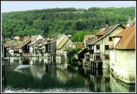 Quelle est la ville natale de Gustave Courbet, surnommée 'la petite Venise Comtoise' ?