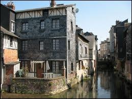 Quelle ville est surnommée 'la Venise normande' ?