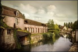 Quelle ville de la Sarthe appelle-t-on 'la Venise de l'Ouest' ?