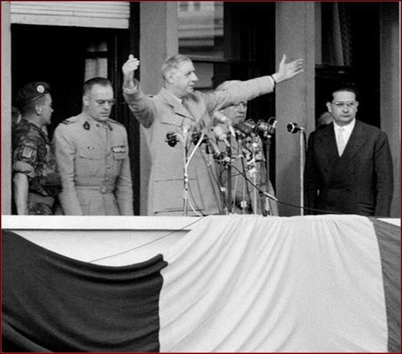Quelle phrase ambigüe a-t-il lancée devant la foule d'Alger en 1958 en pleine guerre d'Algérie ?