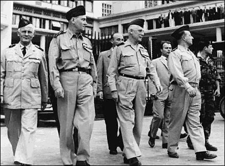 Comment a-t-il péjorativement désigné les généraux du putsch d'Alger (1961) ?