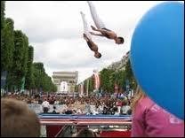 Quelle est cette discipline en démonstration sur les Champs-Elysées ?