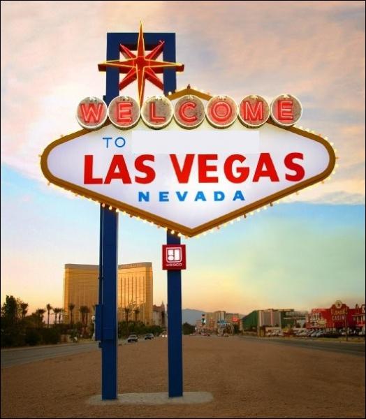 Que peut-on lire sur le panneau mythique qui marque l'entrée de la ville ? 'Welcome to ________ Las Vegas'