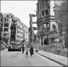 ''Si j'étais né en 17 à Leidenstadt / Sur les ruines d'un champ de bataille / Aurais-je été meilleur ou pire que ces gens / Si j'avais été allemand''