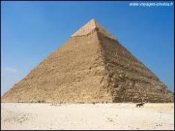 A quel pharaon était dédiée la Grande pyramide d'Egypte, la première des sept merveilles du monde antique ?