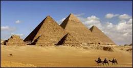 Laquelle de ces pyramides ne trouve-t-on pas sur ce site ?