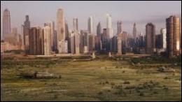 Quel élément protège la ville d'une hypothétique menace extérieure ?