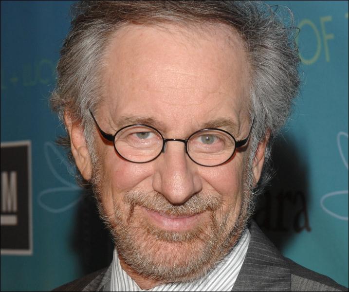 Le visage de Spielberg apparaît aussi dans le film ; c'est :