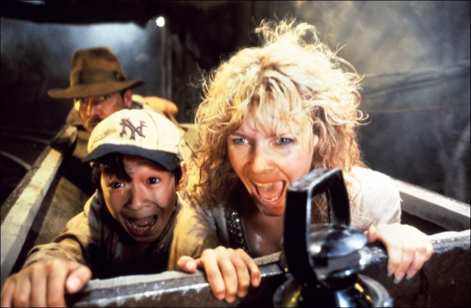 Spielberg 'évoque' également des scènes de ses productions à succès; les 'montagnes russes' sur la moto évoquent :