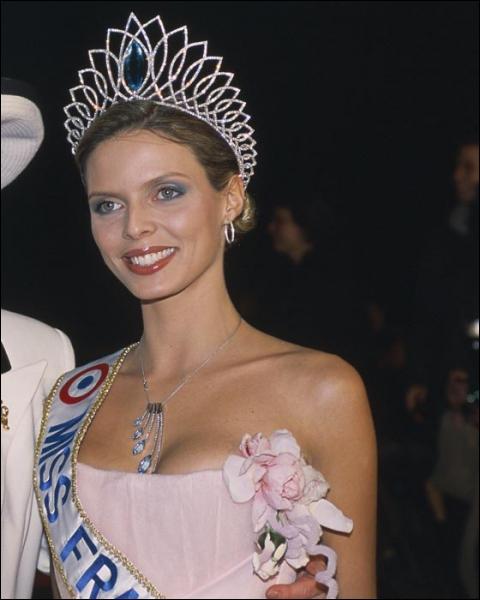 Comment s'appelle la Miss-France 2002 ?