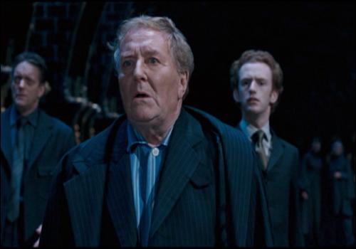 Au début du cinquième tome, Cornelius Fudge est persuadé que Voldemort est de retour.