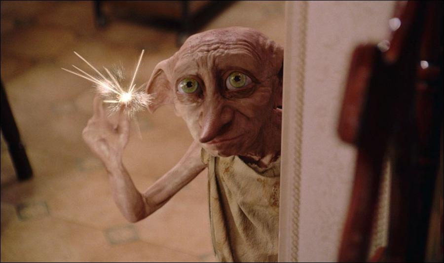 Selon l'elfe de maison Dobby, Harry doit retourner au plus vite à Poudlard.