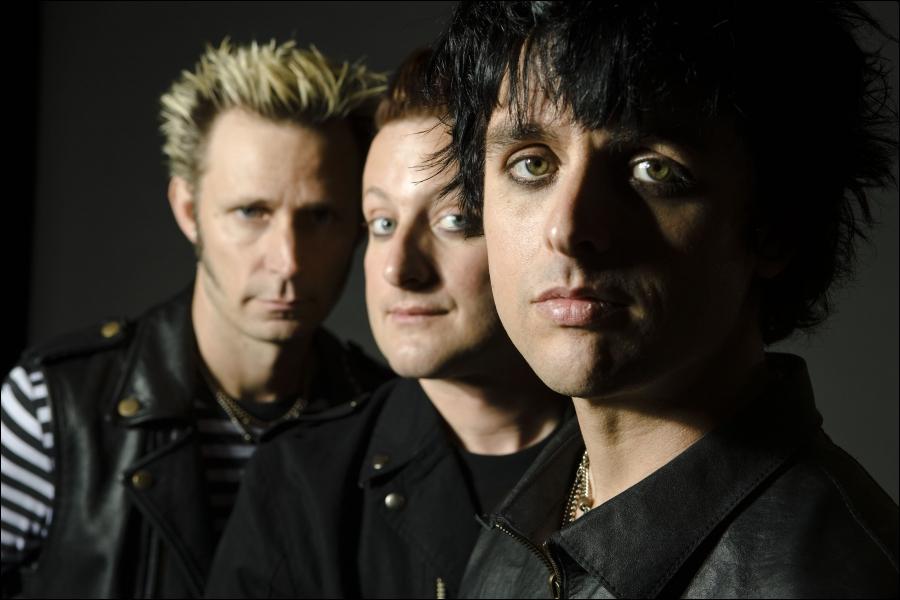 Vous les connaissez tous très bien, ce groupe punk, composé de trois membres, qui a chanté et sorti l'album 'American Idiot'. Il s'agit bien sûr des...