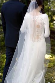Qui se marie au début du film ?