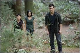 Qui se joint à Jacob pour protéger Bella ?