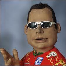 Qui a une marionnette très populaire à l'insu de son plein gré ?