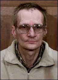 Surnommé 'le routard du crime', condamné pour 9 meurtres commis dans le Var, en Moselle, en Meurthe et Moselle et dans la Marne :