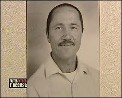 Condamné pour avoir assassiné une femme en 1972, à peine sorti, il tue sa voisine et quelques temps plus tard une fillette de 8 ans :