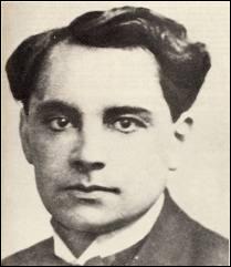 Médecin guillotiné en 1946 à Paris, il aurait fait 27 à 63 victimes, accusé de meurtre après la découverte à son domicile des restes de 27 personnes :