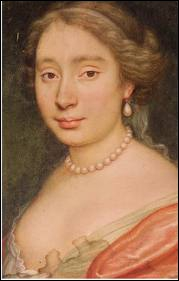 Originaire d'une famille de comédiens célèbres, elle se maria avec Molière, et fit partie de sa troupe de théâtre. A la mort de celui-ci, elle se remaria avec un comédien.