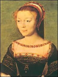 Favorite du roi François 1er, elle avait le titre de Duchesse d'Étampes. Jalousée par Diane de Poitiers, à la mort du roi, elle dut restituer les bijoux qu'il lui avait offerts.