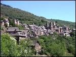 Ce très beau village de l'Aveyron, situé au confluent du Dourdou et de l'Ouche, abrite, en son église abbatiale, les reliques du crâne de Ste-Foy.
