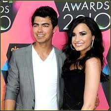 Avec qui Demi Lovato est-elle sortie ?